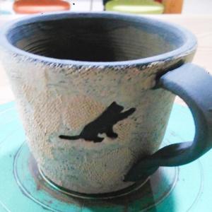 猫模様のカップを作成中です