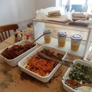 食いしん坊さんの にぎやか お惣菜マルシェ 開催中 明日もやるよ。