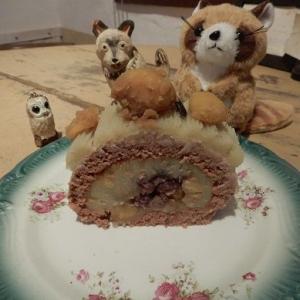 旅立っていった ロールケーキ ホールカット。