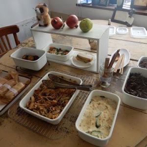 お祭り気分で 本日も お惣菜マルシェ開催。 目玉は、しょうゆベースのグルテンフリーパスタ