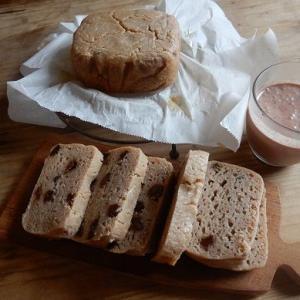 有機レーズン酵母が発酵したので、米粉のレーズン蒸し焼きパンを作ってみた。