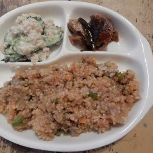 発芽玄米に ケチャップと バジルジェノベーゼ を 混ぜ込んだイタ飯にした 昨日の晩御飯。