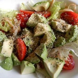 イオンのオーガニック野菜で、簡単アボカドサラダ。