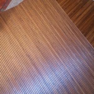籐タイルとタイルカーペット。