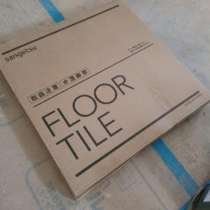 トイレの床に蓋付いてたよー。
