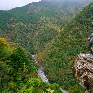 秋の祖谷渓の小便小僧 (徳島県 三好市 西祖谷山村)