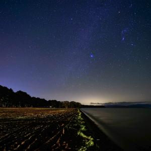 シリウスの輝く銀河と猪苗代湖 (福島県 猪苗代町)