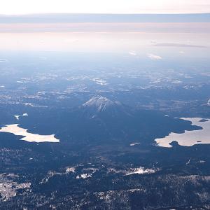 雄阿寒岳を取り囲む阿寒湖と幻の湖 (北海道 津別町上空)