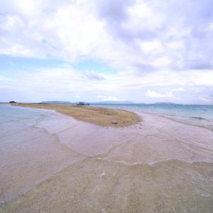 海の真ん中に浮かぶ幻の砂浜「浜島」 (沖縄県 八重山郡 竹富町)