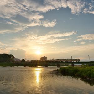 浅川を渡る八高線 (東京都 八王子市)