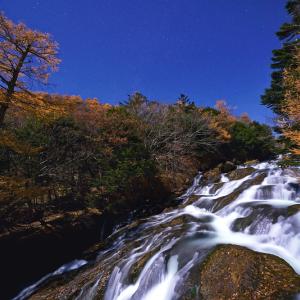 月夜に流れる竜頭の滝 (栃木県 日光市)