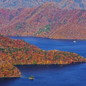 紅葉の中禅寺湖 (栃木県 日光市)