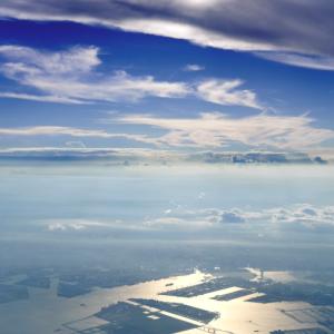 雲のフィルター (東京湾上空)