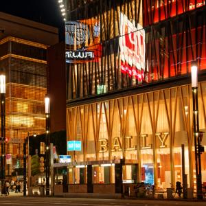 黄金に輝く街角 (銀座五丁目/東京都 中央区)