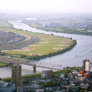 霞む江戸川を渡る (千葉県 市川市)