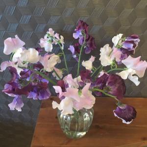 花を飾ると家の中のプライオリティが上がる