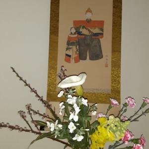 ひな祭りのお花と掛け軸