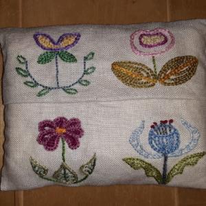 不思議の国の花の刺繍