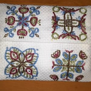 タイル柄の刺繡