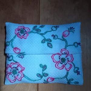 5月の野バラの刺繍