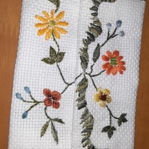 南国の花をイメージした刺繡