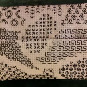極めつけシックな刺繍ブラックワーク