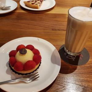 夫からの「写真」と久しぶりの「カフェ」!?