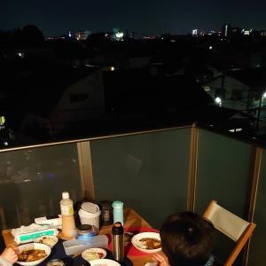 夜のベランダカフェ