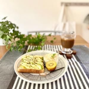 【コストコ】人気の冷凍アボカドスライスとmarimekkoプレートでほっこり朝ごぱん(´ω`*)