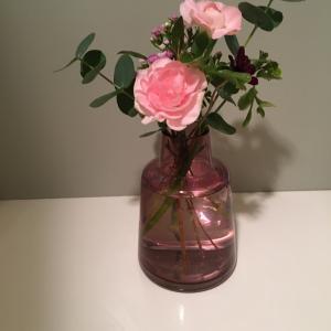 久しぶりにフローラベースにお花を生けてみました