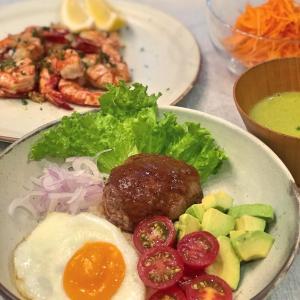 ロコモコ丼と、子供もグビグビ飲み干すケールのポタージュスープ。