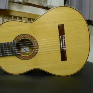 竹で作られたギター