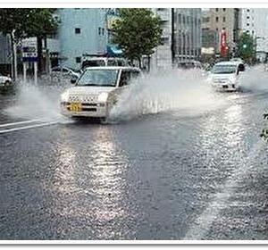知っておきたい豪雨・冠水・水没の怖さから車からの脱出方法までのすべて