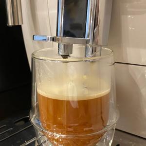 おうちで手軽に本格カフェを実現!デロンギのディナミカ(ECAM35035W)全自動コーヒーマシンをレビューします!
