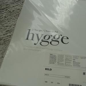 IKEAの英字ポスターでリビングをかっこよく!