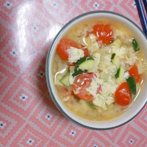 トマトとズッキーニのスープ