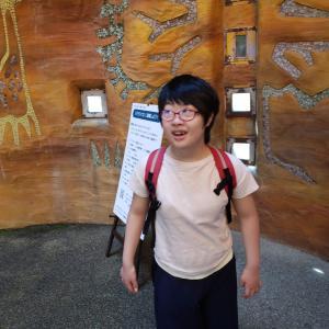 早希ちゃん、多摩動物公園に行って夏休みの日記を書く