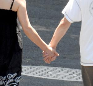 70%以上のカップルが手を繋ぐ路(苦笑)