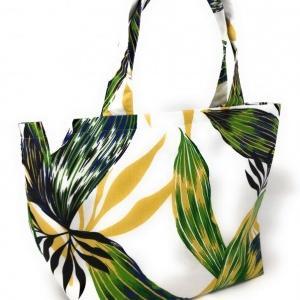 ハワイアンミニトートバッグを「手芸屋さん」にて販売せて頂きことになりました。