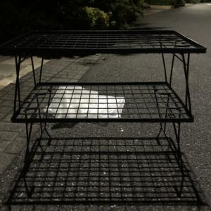 Camping moon アウトドアラック: 金属製テーブルラックは便利