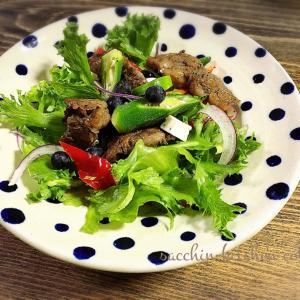 【サクッとできる1品料理】~ビーフソテーとブルーベリーのサラダ~