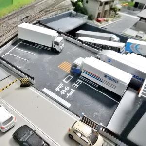 【Nゲージレイアウト製作記】新レイアウト ファッションビル搬入口駐車スペースに路面表記インレタ取付工事施工しましたヽ(=´▽`=)ノ