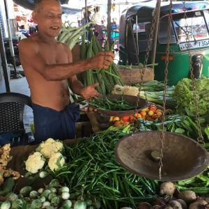 スリランカの小さな売店でも営業停止