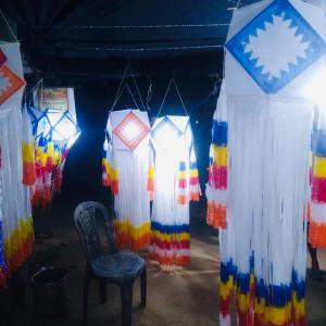スリランカの自宅でウエサック祭の準備