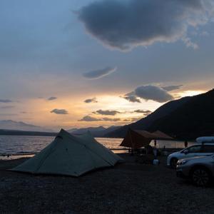 焚火を囲む楽しい夕べ。雨の朝。西湖・湖畔キャンプ場 ② 〜撤収編〜