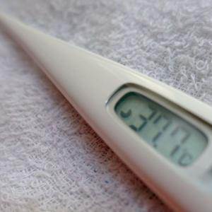 抗がん剤【発熱】微熱が続いたときの対処法、体温を下げる方法など