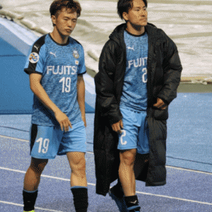 ガンバ大阪倉田秋と川崎フロンターレ登里享平。脳震とう後の再戦、笑顔での肘タッチシーンがDAZNで流れたの嬉しい…。