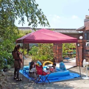 猛暑 庭で水遊び!