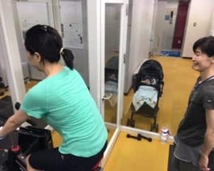 赤ちゃんと一緒にママトレーニング