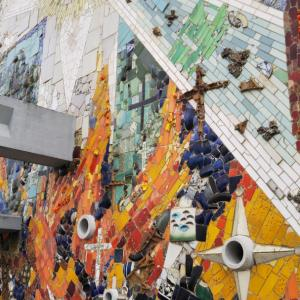 長崎で美しいモザイク壁画